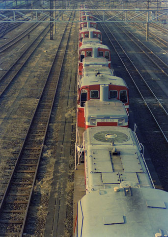 http://www5f.biglobe.ne.jp/~personenzug/rail/dl/87-12_shin-tsurumi_DE11_48.jpg